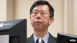 台湾法务部调查局长吕文忠11月1日在立法院接受质询(美国之音张永泰拍摄)
