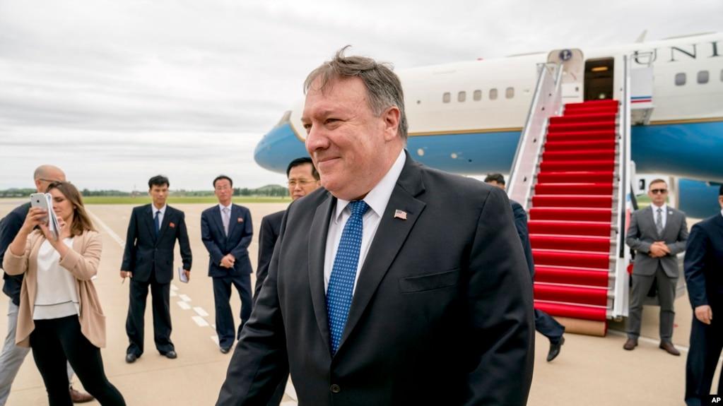 Ngoại trưởng Mỹ Mike Pompeo tới sân bay quốc tế Sunan ở Bình Nhưỡng, Triều Tiên, hôm 6/7 trước khi sang thăm Việt Nam ngày 8/7.