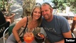 Jared Tucker, un estadounidense de California, identificado por su esposa Heidi Nunes, quien lo estaba buscando tras el atentado en Las Ramblas, Barcelona.