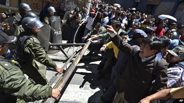 Protesters clash with police officers during a march in La Paz, Bolivia. Bolivia's Defense Minister Cecilia Chacon resigned Monday after police violently broke up Sunday a protest by indigenous and environmentalists groups who were marching towards La Paz