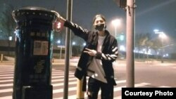 Pop singer Lu Han poses in front of a Shanghai mailbox. The mailbox has become a popular pilgrimage site. (Weibo)