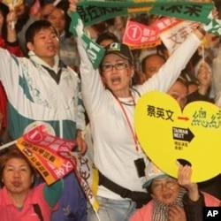 支持民进党总统候选人蔡英文的台湾民众