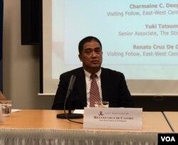 菲律宾德拉萨大学国际问题研究中心教授雷纳托·克鲁兹·德·卡斯特罗(Renato Cruz De Castro)在东西方中心华盛顿分部的一个研讨会上。