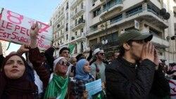 Des manifestants dans les rues contre la présidentielle