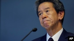 Toshiba Corp. CEO Hisao Tanaka bites his lips during a press conference to announce his resignation at the company's headquarters in Tokyo, July 21, 2015.