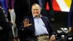 美国前总统老布什参加美国公共体育活动(2016年4月2日)