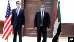 2021年1月6日苏丹总理阿卜杜拉·哈姆多克欢迎美国财政部长姆努钦到访苏丹