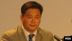 民主黨參選人韓裔金兌錫