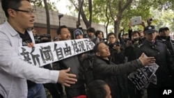 지난 1월 중국 광둥성 광저우에서 당국의 언론 검열에 항의한 시위가 열렸다. (자료사진)
