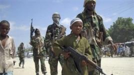 Un garçon dans les rangs d'Al-Shabab