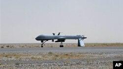 미군 '프레데터' 무인 공격기가 지난 2010년 6월 아프가니스탄 칸다하르 공군기지에서 이륙 준비 중이다. (자료사진)