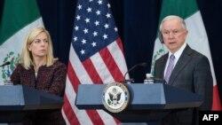 Генеральный прокурор США Джефф Сешнс и министр внутренней безопасности Кирстен Нилсен (архивное фото)