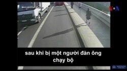 Suýt chết vì bị đẩy xuống đường