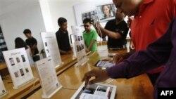 اپل با باز کردن شعبه های کوچک ماليات خود را به يک سوم تقليل داد