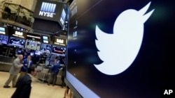 Simbol Twitter tampak di Bursa Efek New York, Juli 2016.