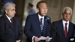 Greek Cypriot President Demetris Christofias (L) and Turkish-Cypriot leader Dervis Eroglu stand next to UN Secretary-General Ban Ki-moon (C) as he gives a statement concluding a meeting at the European headquarters of the UN in Geneva, July 7, 2011