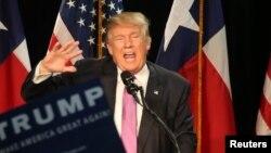 Ứng viên tổng thống đảng Cộng hoà Donald Trump phát biểu tại một cuộc vận động tranh cử ở Houston, Texas, ngày 17/6/2016.