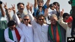 تحریک انصافاور پاکستان عوامی تحریک کے کارکنان نے 31 اگست 2014 کو پارلیمنٹ ہاؤس اور وزیرِ اعظم ہاؤس کی جانب مارچ کیا تھا۔
