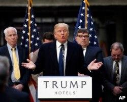 ຜູ້ລົງແຂ່ງຂັນເອົາຕຳແໜ່ງປະທານາທິບໍດີ ສະຫະລັດ ຈາກພັກຣີພັບບລີ ກັນ ທ່ານ Donald Trump ກ່າວໃນລະຫວ່າງການໂຄສະນາຫາສຽງ ໃນນຄອນຫຼວງ ວໍຊິງຕັນ. 21 ມີນາ 2016.