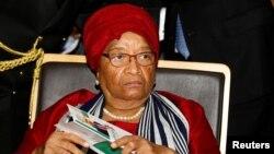 «الن جانسون سیرلیف» رئیس جمهوری کنونی برنده جایزه صلح نوبل و نخستین زن در قاره آفریقاست که با رای مردم به ریاست جمهور ی برگزیده شده است.