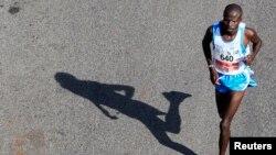 Un coureur au marathon de Nairobi, 26 octobre 2014. ARCHIVES - REUTERS/Noor Khamis