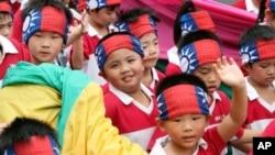 10月10号台湾台北小朋友参加辛亥革命和中华民国建国一百周年庆典