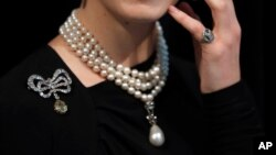 A model wears Marie Antoinettes jewellery at Sotheby's in London, Friday, Oct. 19, 2018. Jewels once owned by the last Queen of France Marie Antoinette will be going up for auction this autumn. And before the auction, the collection is making stops on an international tour where members of the public can view and even try on the royal pieces.
