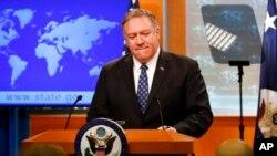 Menlu AS Mike Pompeo berbicara di Washington DC hari Selasa (7/1).