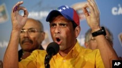 4月15日在委内瑞拉首都宣布了官方大选结果后,反对派总统候选人领导人卡普里莱斯呼吁重新点票