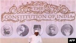 Ông Hazare bắt đầu tuyệt thực để đòi chính phủ thảo lại một dự luật chống tham nhũng.