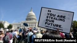 Demonstranti u Washingtonu 2019. na maršu za klimu, protivili su se povlačenju Amerike iz dogovora