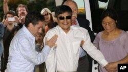 Luật sư Trần Quang Thành đến Trường Đại học New York ở Manhattan, nơi ông sẽ cư ngụ và làm việc.