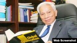 Giáo sư Hoàng Tụy