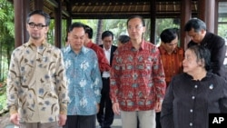 ASEAN FMs, (L-R) Indonesia's Marty Natalegawa, Thailand's Kasit Piromya, Singapore's George Yeo and Philippines' Undersecretary for Policy Erlinda Basilio before the opening of the ASEAN Foreign Ministerial Meeting Retreat in Lombok, West Nusa Tenggara pr