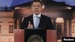Colombia's President Juan Manuel Santos speaks to the media at the Narino Presidential house in Bogota, August, 27, 2012.