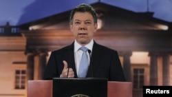 Presiden Kolombia Juan Manuel Santos mengumumkan putaran baru perundingan damai dengan pemberontak FARC, Senin 28/8 (foto: dok).