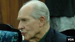 Cựu phi công Hải quân Mỹ Thomas Hudner phát biểu tại Bình Nhưỡng, ngày 23/7/2013.