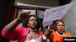 Wabunge Millie Adhiambo (kushoto) and Florence Mutua (kulia) wakiondoka bungeni wakati wa hotuba ya Rais Uhuru Kenyatta kuhusu hali ya kitaifa March 2016.