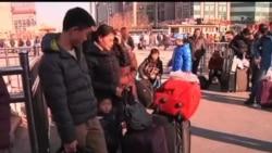 2014-01-28 美國之音視頻新聞: 春運人潮現 火車票難求