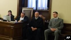 教宗前管家加布里埃萊(圖右)出庭受審