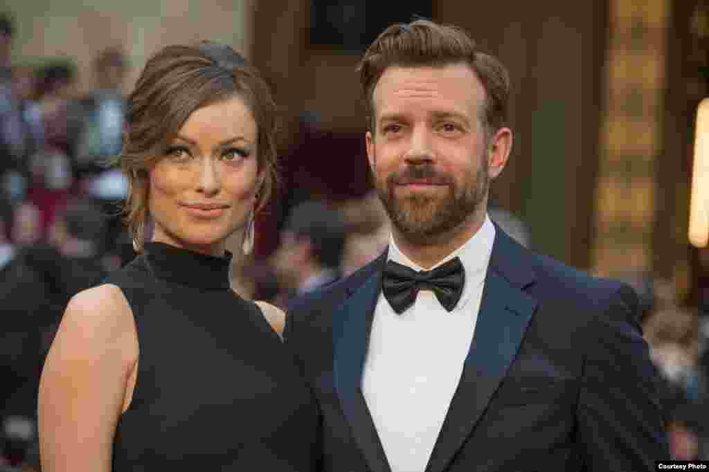 Olivia Wilde (left) and Jason Sudeikis arrive for the live ABC Telecast of The 86th Oscars® at the Dolby® Theatre on March 2, 2014 in Hollywood, CA. (Photo courtesy AMPAS)
