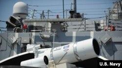 美国杜威号导弹驱逐舰上配置的激光武器系统(U.S. Navy)