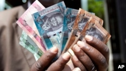 Businessmen in Jonglei state say letters of credit, which give merchants access to foreign exchange at the favorable official rate, are going to local officials, who use them for their own enrichment. REUTERS/Benedicte Desrus