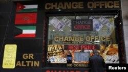 Siyaset ve yargı krizi Türk lirasının da Dolar ve Euro karşısında önemli ölçüde değer kaybetmesine yol açtı