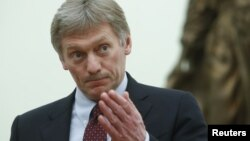 អ្នកនាំពាក្យវិមានក្រឹមឡាំងលោក Dmitry Peskov ចូលរួមក្នុងកិច្ចប្រជុំមួយ ជាមួយនឹងប្រធានាធិបតី Vladimir Putin ក្នុងទីក្រុងម៉ូស្គូ កាលពីថ្ងៃទី២៦ ខែមីនា ឆ្នាំ២០១៨។
