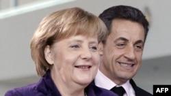 Thủ tướng Đức Angela Merkel (trái) và Tổng thống Pháp Nicolas Sarkozy dự cuộc họp báo sau cuộc thảo luận tại Berlin, hôm 9/1/12