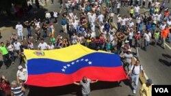 Các cuộc biểu tình dự kiến sẽ diễn ra trong gần ba tuần cho đến ngày lãnh đạo đối lập Juan Guaido tuyên bố là tổng thống hợp pháp của Venezuela.