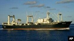"""Kapal pemburu ikan paus """"Nisshin Maru"""" berada di Samudra Antartika (foto: dok)."""