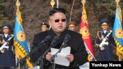 Pemimpin Korea Utara Kim Jong Un berbicara pada pasukan militer di Pyongyang pada 2 April 2014. (Reuters/KCNA)