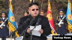 1일 김정은 북한 국방위원회 제1위원장이 조선인민군 연합부대 지휘관 결의대회에서 연설하고 있다.